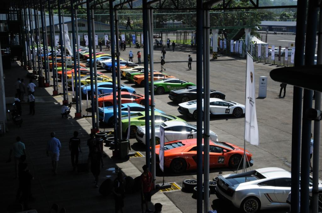 ランボルギーニ アヴェンタドール パレードラン ラッピング マットブラック iPE イノテック Fiエキゾースト マフラー 集会 ミーティング