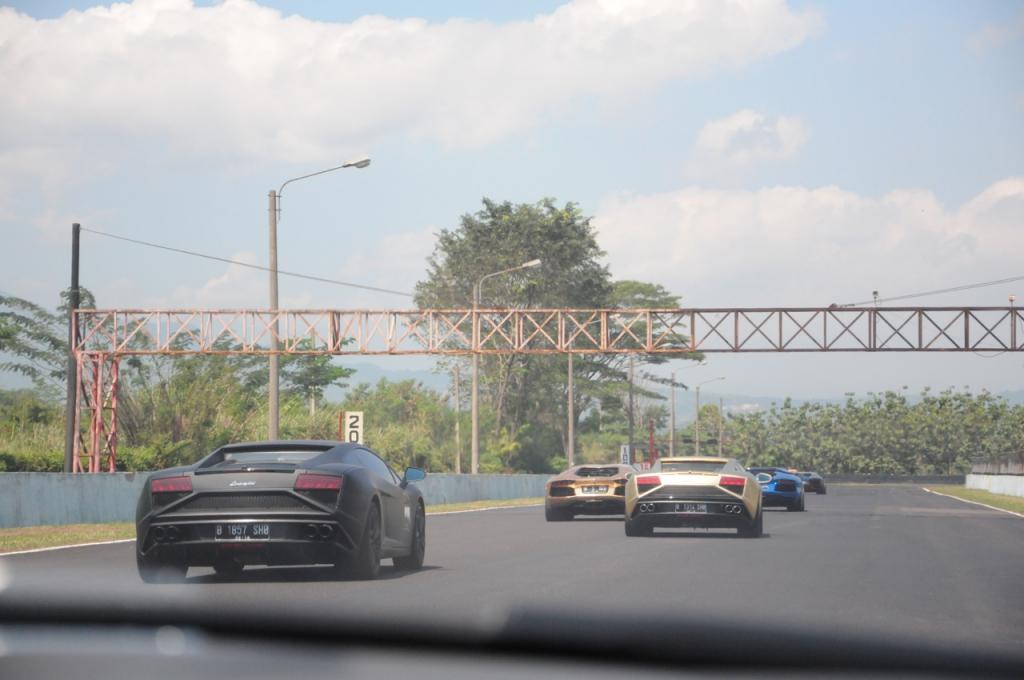 センツル サーキット インドネシア ランボルギーニ パレードラン LP570 アヴェンタドール
