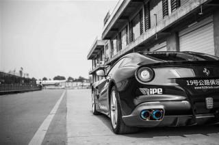 フェラーリ F12ベルリネッタ3